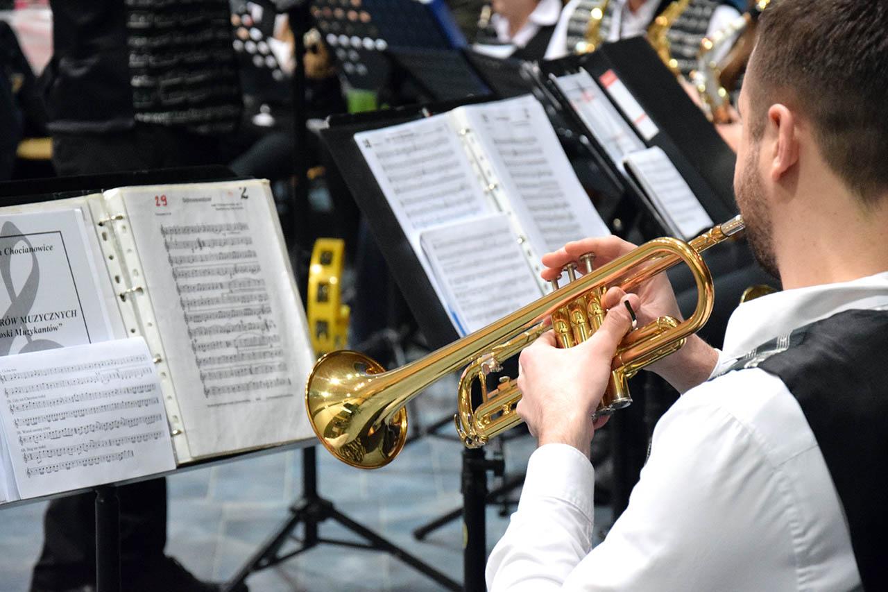Muzykowanie z młodzieżową orkiestrą dętą z Chocianowic